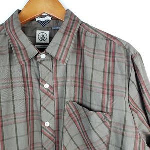 Men's XL Volcom brown plaid button up shirt